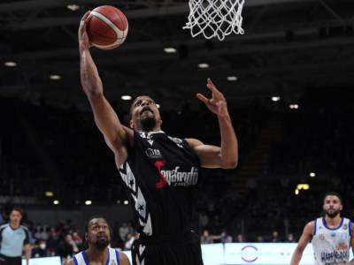 Basket: Vince Hunter sospeso tre mesi dalla Procura Nazionale Antidoping, rientrerà a settembre