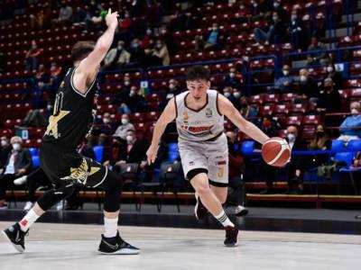 Basket: Davide Casarin in prestito a Treviso, Pecchia va a Cremona