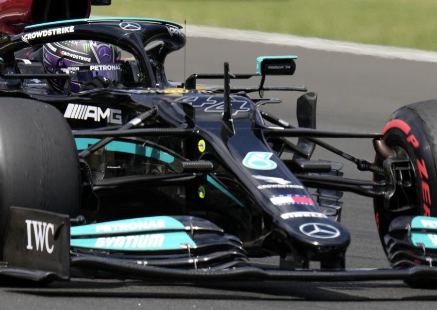 Griglia di partenza F1, GP Ungheria: Lewis Hamilton in pole, Verstappen 3°. Leclerc 7° e Sainz a muro e 15°