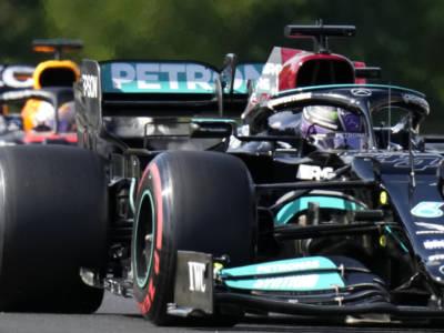 F1, le qualifiche del GP di Ungheria tra Mercedes in fuga e giochi mentali, Max Verstappen è avvisato…