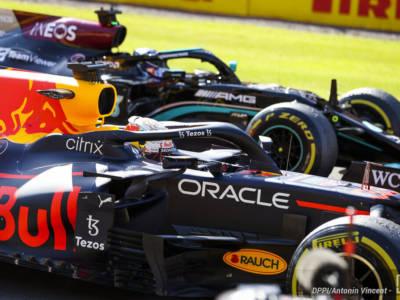 """F1, Ralf Schumacher: """"Lewis Hamilton ha rinnovato con Mercedes dopo il """"no"""" di Max Verstappen"""""""