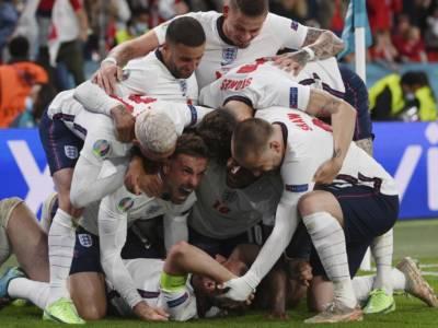 Europei 2021, l'Inghilterra sarà multata per il raggio laser contro Kasper Schmeichel