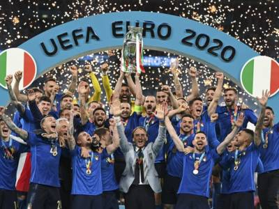 GLI IMMORTALI DI WEMBLEY! Italia campione d'Europa, Football's coming Rome! Donnarumma fa piangere l'Inghilterra
