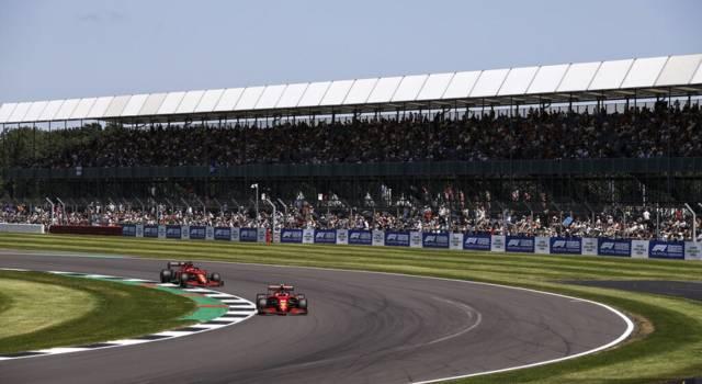 DIRETTA F1, GP Silverstone LIVE: Leclerc sfiora la vittoria, video incidente Verstappen. Binotto fiducioso