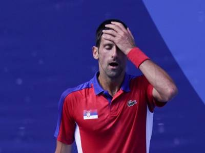 """Tennis, Olimpiadi Tokyo: Novak Djokovic deluso e preoccupato: """"Mi auguro che questo problema alla spalla non mi condizioni"""""""