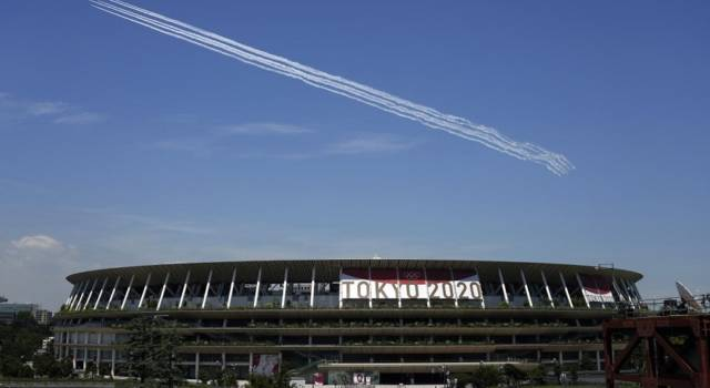 Olimpiadi Tokyo, licenziato il direttore artistico della cerimonia d'apertura: battuta sull'Olocausto anni fa