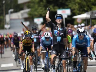 Giro Rosa 2021: Lorena Wiebes si impone in volata a Carugate, quinta Marta Bastianelli