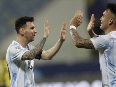 Calcio, Qualificazioni Mondiali 2022, Sudamerica: l'Argentina schianta l'Uruguay, il Brasile rallenta in Colombia