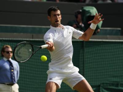Wimbledon 2021, Novak Djokovic agli ottavi, salutano Andy Murray e Fabio Fognini