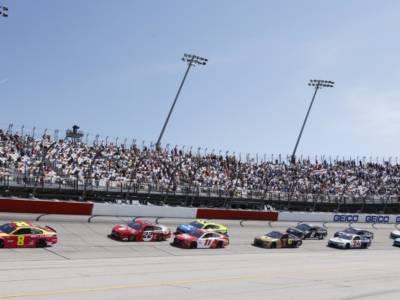 NASCAR, iniziano da Darlington i Playoffs