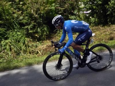 Ciclismo, Miguel Angel Lopez rinnova con il Team Movistar fino al 2023