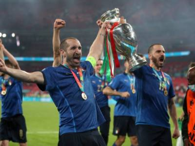 Calcio, i convocati dell'Italia per le Qualificazioni ai Mondiali. Torna Zaniolo, presenti 25 campioni d'Europa