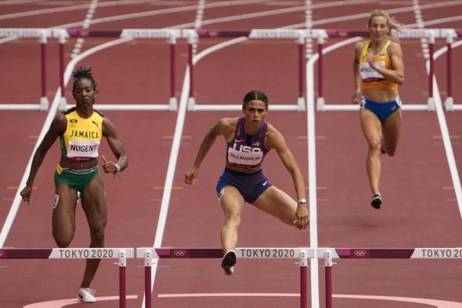 VIDEO Sydney McLaughlin record del mondo 400 ostacoli: fenomenale 51.46 alle Olimpiadi!