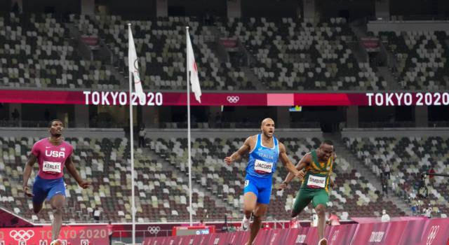 VIDEO Marcell Jacobs e la 4×100 in finale con il 4° tempo alle Olimpiadi! Show del campione olimpico