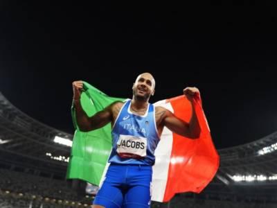 LIVE Olimpiadi Tokyo, Cerimonia di Chiusura in DIRETTA: Marcell Jacobs rappresenta l'Italia. Federica Pellegrini sfila da membro del CIO. Testimone a Parigi