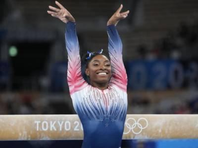 Simone Biles, la Reginetta delle Olimpiadi in una veste umana: lezione di sport e di vita, quando la testa vale più dell'oro