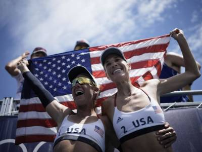 Beach volley, Olimpiadi Tokyo: le americane Ross/Klineman dominano la finale e conquistano la medaglia d'oro