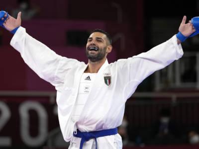 VIDEO Luigi Busà, Olimpiadi Tokyo karate: la premiazione e l'Inno di Mameli vissuto con rara emozione