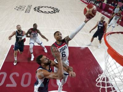 """Basket, Damian Lillard: """"Non è stato facile, abbiamo avuto tante difficoltà, ma è una gioia unica"""""""