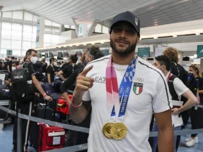 """Atletica, Marcell Jacobs è tornato in Italia: """"Non mi sarei mai aspettato un'Olimpiade così bella neanche nei sogni. Grazie Italia!"""""""