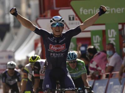 Vuelta a España 2021: Jasper Philipsen trionfa in volata, terzo Alberto Dainese. Kenny Elissonde Maglia Rossa