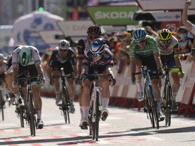 LIVE Vuelta a España 2021, ottava tappa in DIRETTA: Jakobsen piazza il bis!! Battuto un grande Dainese
