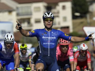 Vuelta a España 2021: Fabio Jakobsen trova la doppietta in volata, spettacolare secondo Dainese