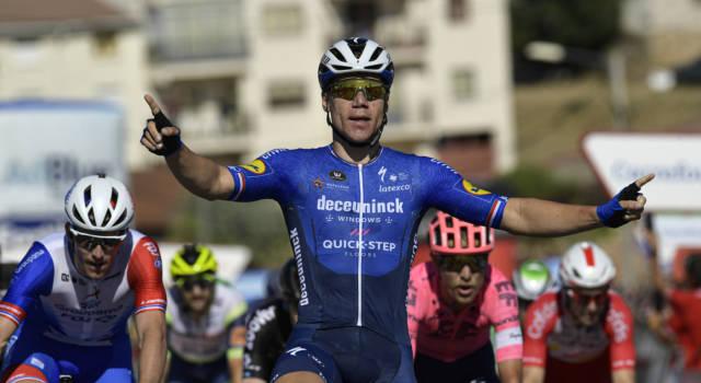 Vuelta a España 2021, Fabio Jakobsen centra il tris nel giorno del compleanno. Trentin terzo