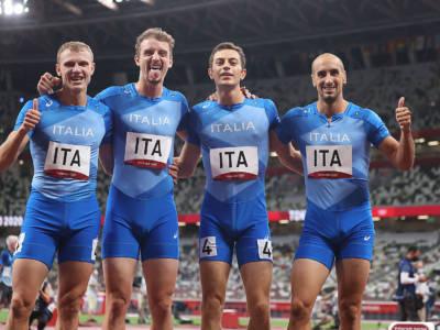 Atletica, la 4×400 firma il primato italiano. Errore di Scotti, 7° posto alle Olimpiadi. Vincono gli USA