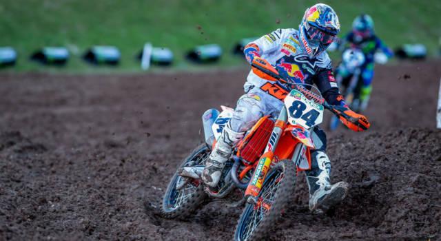 Motocross MXGP, domina Jeffrey Herlings in gara-1, Gajser affonda e Tony Cairoli dà forfait