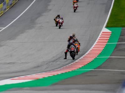 LIVE Moto2, GP Austria 2021 in DIRETTA: Sam Lowes centra la pole position, Bezzecchi cade e partirà 16°