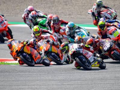 LIVE Moto3, GP Gran Bretagna 2021 in DIRETTA: Fenati guida la FP2 con il nuovo record della pista. Quattro italiani nella Top5