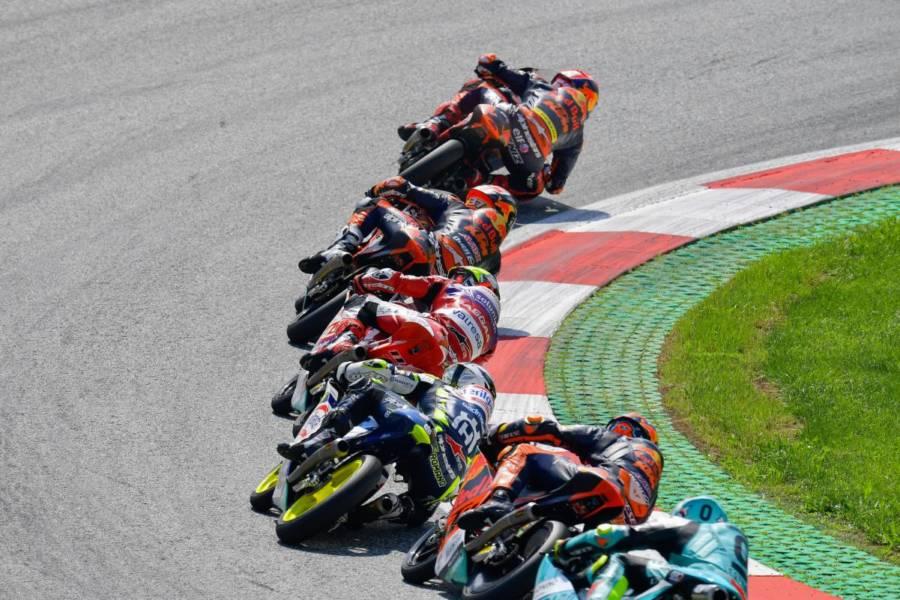 LIVE Moto3, GP Emilia Romagna 2021 in DIRETTA: Foggia al comando!!! 5° Acosta, Mondiale apertissimo