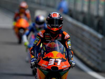 Moto3, risultati warm-up GP Stiria: Acosta al comando sul bagnato, secondo Fenati