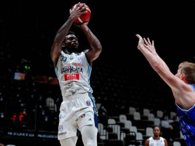 Basket, Supercoppa Italiana: Nick Perkins trascina Brindisi alla vittoria su Sassari, pugliesi in semifinale