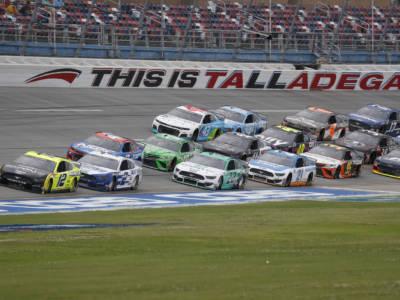 NASCAR, la pioggia modifica il programma. Appuntamento a domani alle 19.00