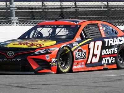 NASCAR, Richmond: Martin Truex Jr guida la tripletta Toyota