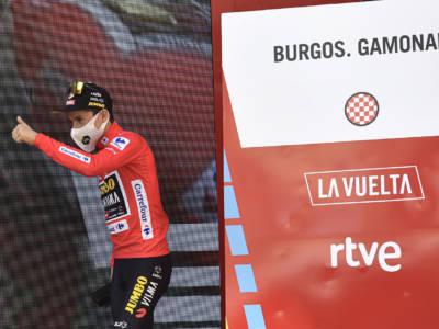VIDEO Vuelta a España, highlights tappa di oggi: Roglic vince dopo una fuga di 61 km con Bernal!