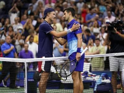 Tennis, US Open 2021: Djokovic lascia un set a Rune, bene Zverev. Avanzano quattro azzurri