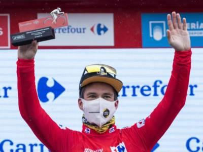 LIVE Vuelta a España in DIRETTA: Roglic controlla, Bernal affonda, si ritira Lopez. Aru a quasi 3 ore