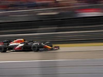 F1, Verstappen e Hamilton divisi da 3 punti in classifica. Ora Monza, pista favorevole alla Mercedes