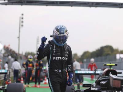 F1, GP Monza: Valtteri Bottas vince la sprint race ma non sarà in pole position: partirà ultimo! Il regolamento