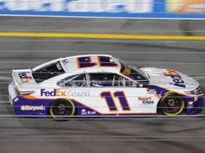 NASCAR, Las Vegas: Denny Hamlin domina e passa al 'Round of 8'