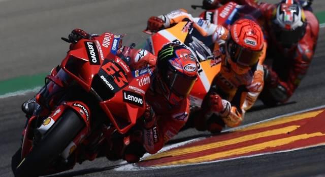 DIRETTA MotoGP, GP Misano LIVE: Bagnaia in pole, Valentino Rossi a terra. Il video della caduta