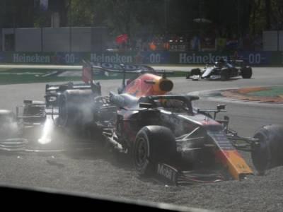 F1, Max Verstappen penalizzato 3 posizioni per l'incidente con Hamilton! Da scontare nella prossima gara