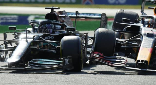 """F1, Verstappen dopo l'incidente: """"Non mi sono preoccupato di Hamilton? Stava bene, faceva la retromarcia"""""""