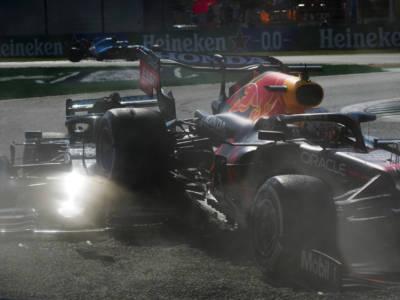"""F1, Hamilton punzecchia Verstappen: """"Quando la fai franca si prosegue con queste manovre. Penalizzazione importante"""""""