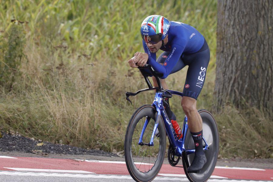 """Filippo Ganna e il suo """"Bolide"""": la bicicletta del Campione del Mondo. """"Manubrio da 10.000 euro"""". E il prezzo totale…"""