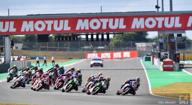LIVE Superbike, GP Francia 2021 in DIRETTA: Razgatlıoğlu vince la battaglia contro Rea, terzo posto per Redding