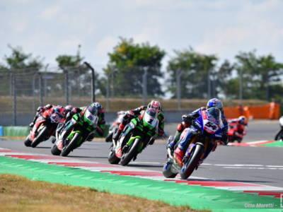 LIVE Superbike, GP Spagna 2021 in DIRETTA: Razgatlioglu firma il bis in gara-2 e allunga su Rea in classifica, quarto Locatelli